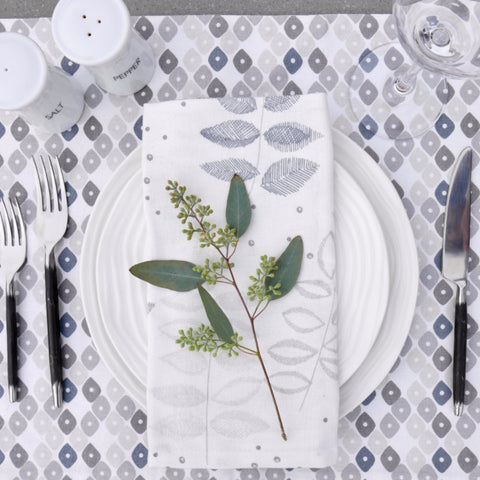 Birch Marble/Candy + Etched Leaf Table Linen Ensemble