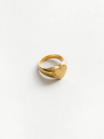 Amourette Signet Ring