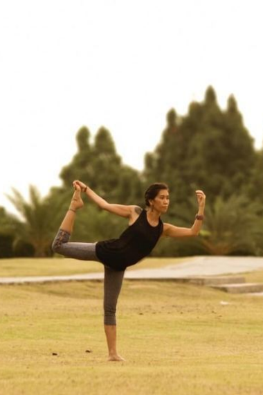 An Easy Guide to Natarajasana, or Dancer Pose Yoga