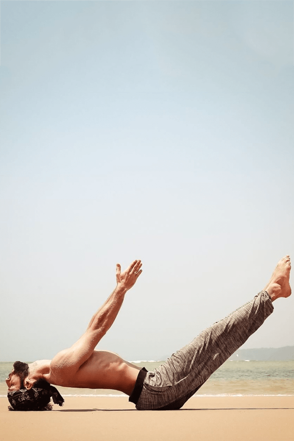 What do men wear to yoga? A beginner's guide.