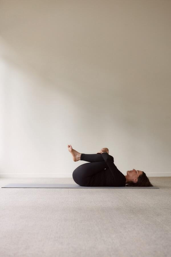Easy guide to Apanasana, or Knees To Chest Pose