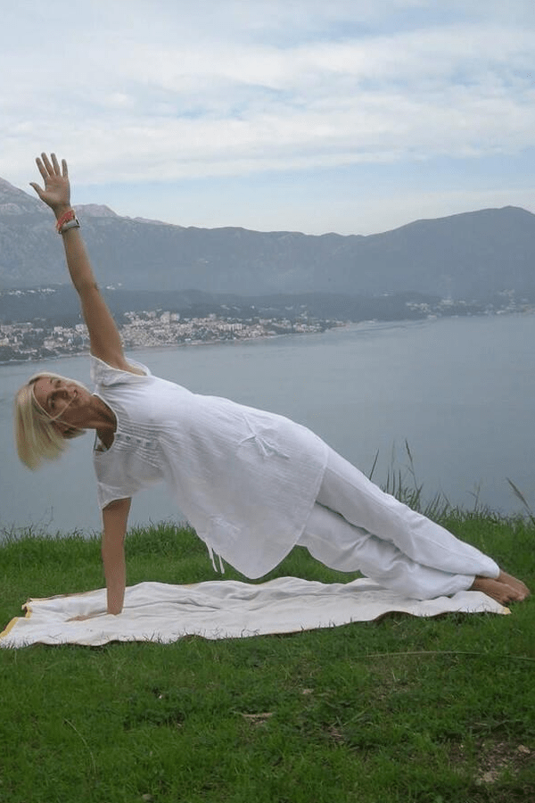 Easy guide to Vasisthasana, or Side Plank Yoga Pose