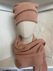 Cashmere Scarf & Slouch Hat Set in Nude Pink