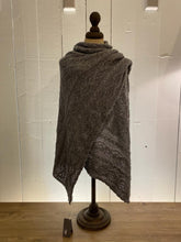 Load image into Gallery viewer, Inis Meáin Shawls
