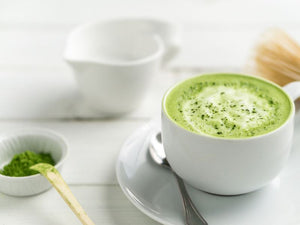 Matcha latte v kozarcu. Zapis o Matcha Latteju v blogu Matcha Magic.