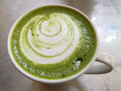 Matcha Latte in der Tasse von Matcha Magic.