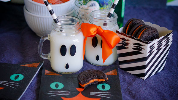 Mini Mason Jar Ghost Mugs - A cute idea for a Halloween party favor.