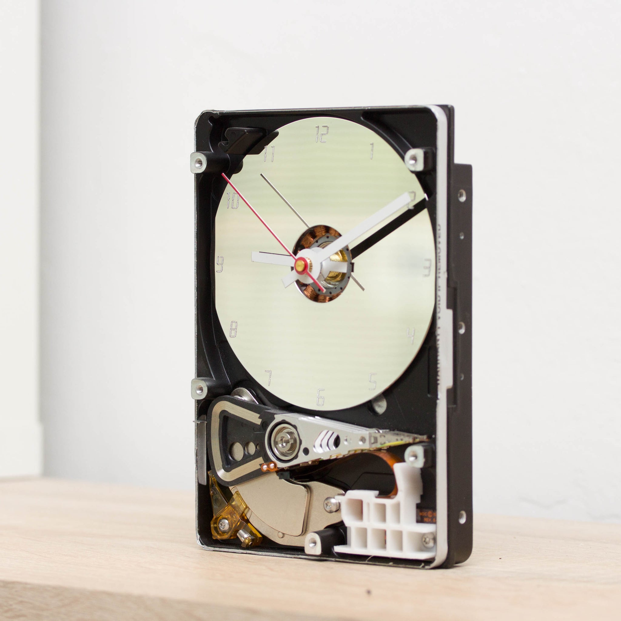 Desk clock made of recycled HDD drive