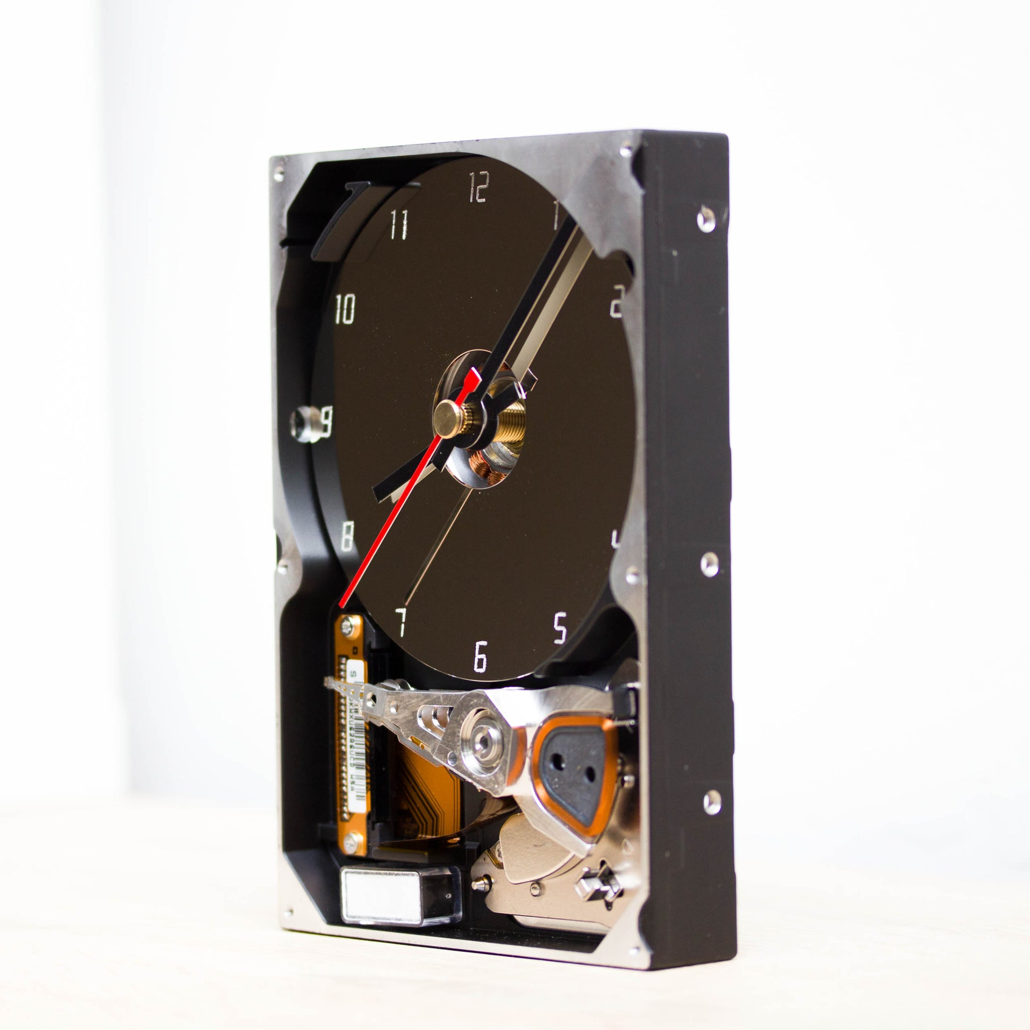 Geeky desk clock made of recycled HDD drive