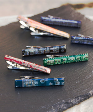 Tie bar made of circuit board