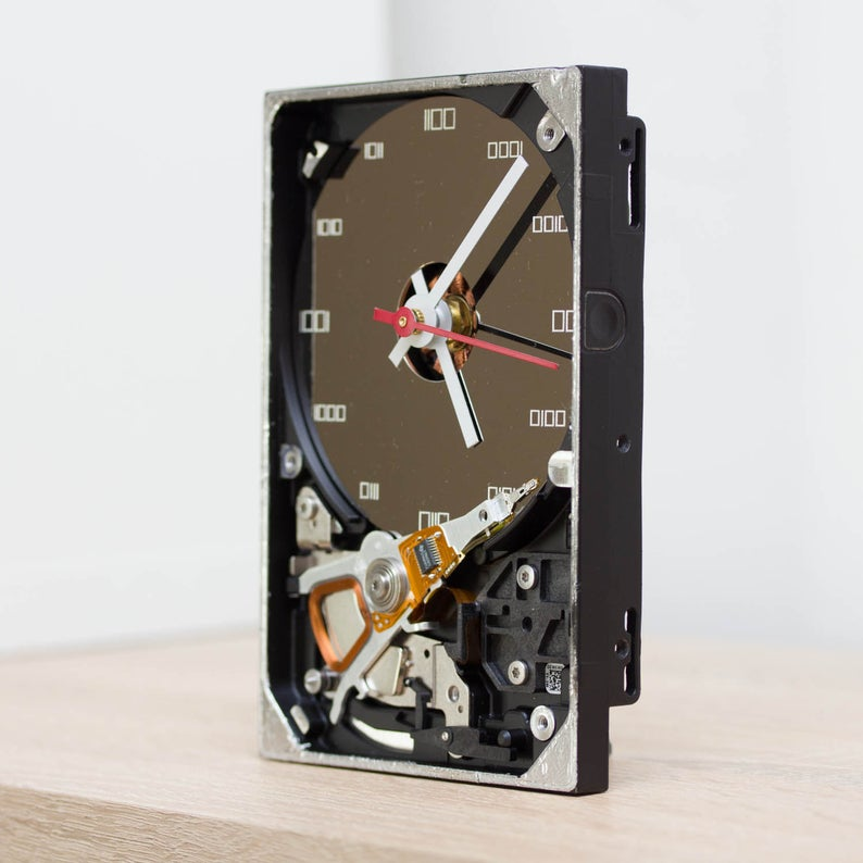 Techie Desk clock made of a recycled HDD
