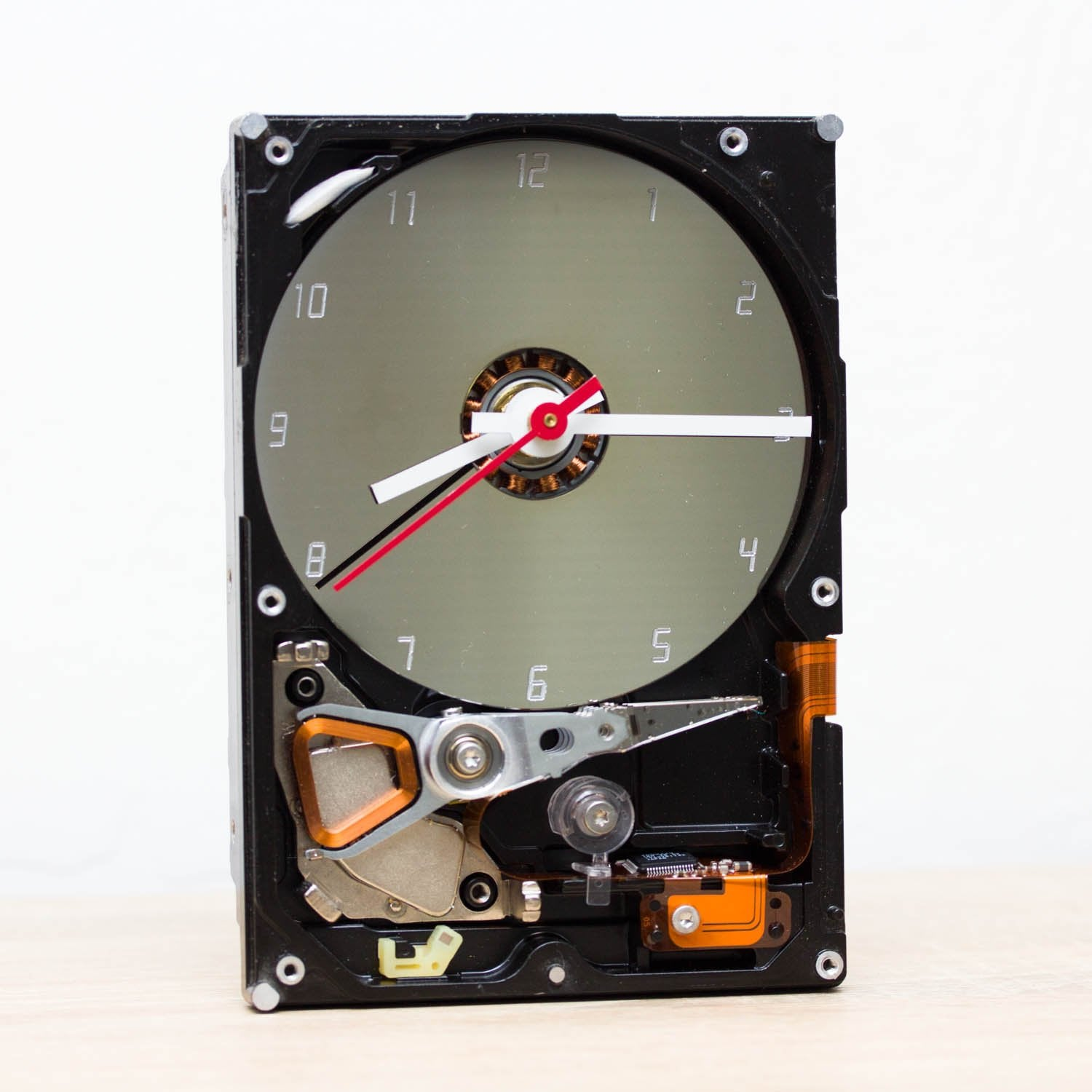Clock for techie lover made of a recycled HDD