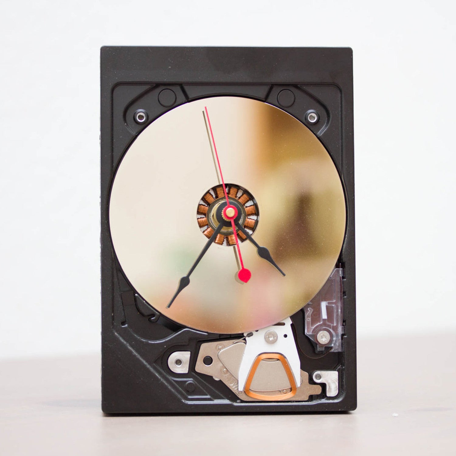 Desk clock made of a recycled HDD