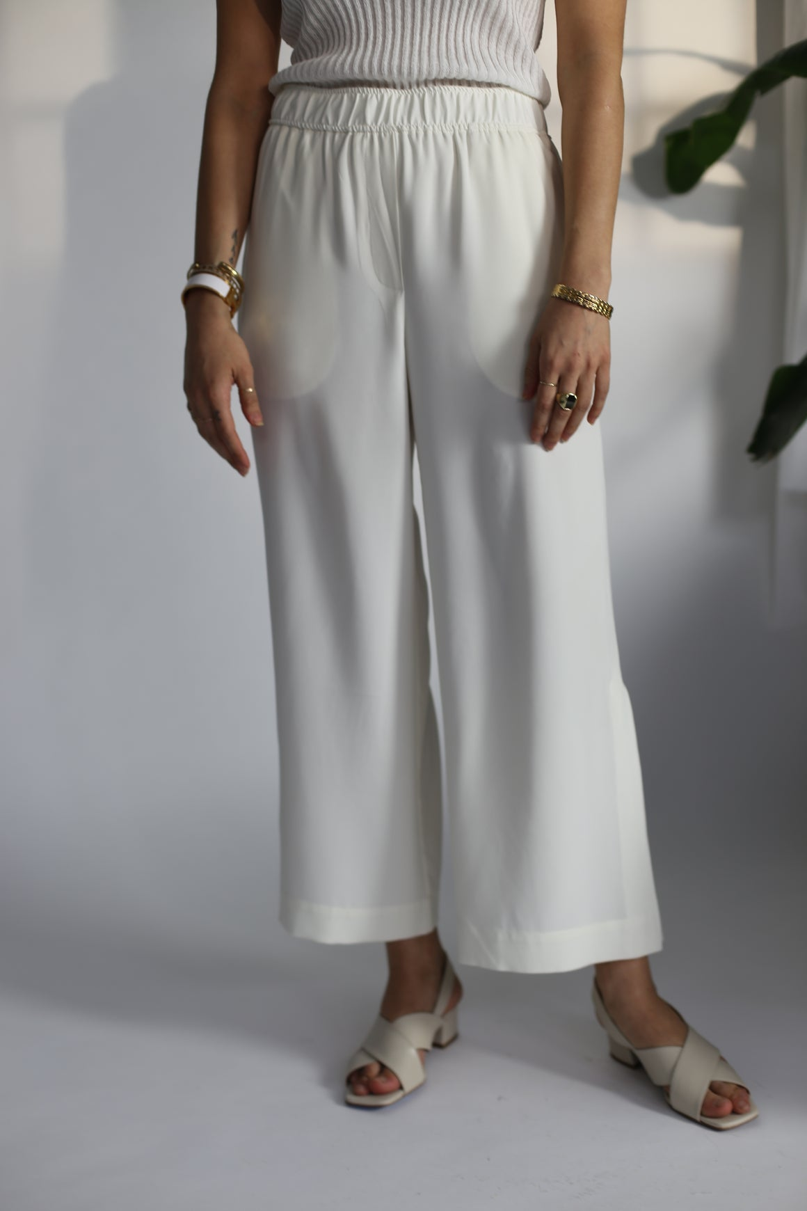 Elastic Waist Cropped Trousers
