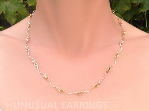 Necklace, gold in handmade links