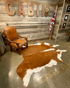 TANDY LEATHER - BARN BROWN & WHITE HAIR-ON COWHIDE RUG