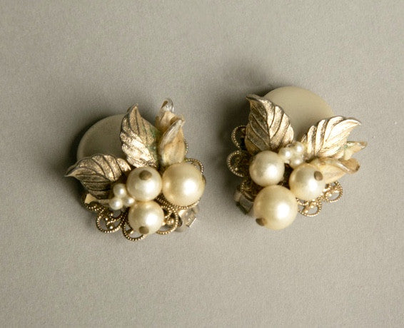 Pearls Clip on Earrings Nature Floral Vintage Jewelry