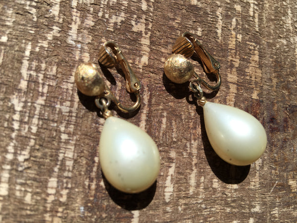 Marvella Vintage Jewelry Pearl Dangle Clip on Earrings