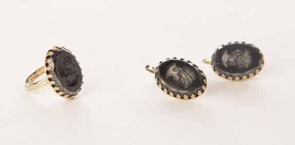 Vintage Jewelry Set of Cameo Intaglio Black Golden Clip on Earring and Ring