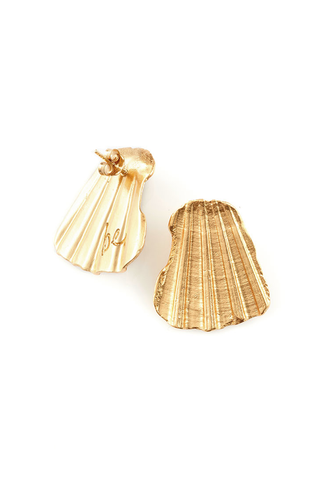BE SHELL STUD EARRINGS