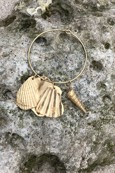 BE SHELL AMULET + BANGLE