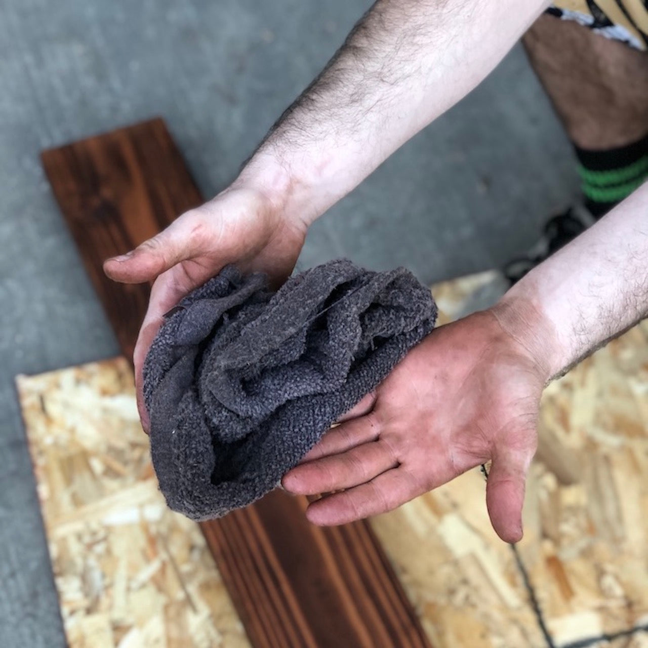 How to Remove Wood Stain From Your Hands