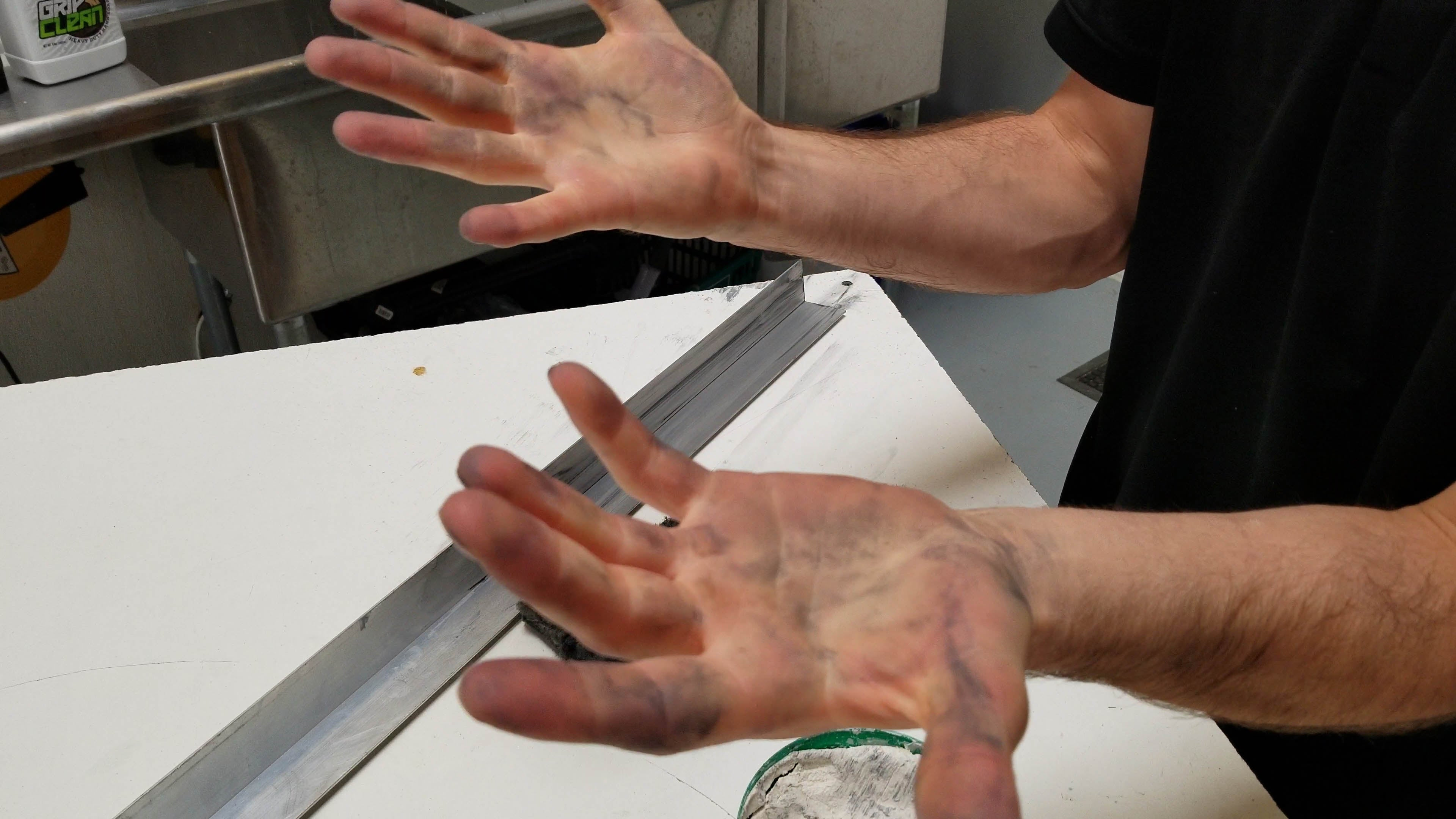 How to remove metal cleaner polish from your hands