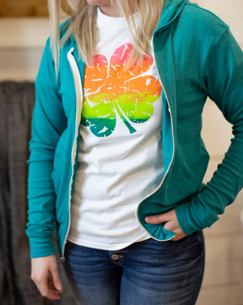FOUR LEAF CLOVER COLORFUL GRAPHIC TEE