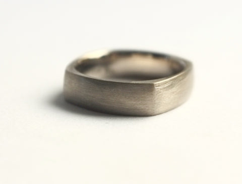 Heavy flat top ring