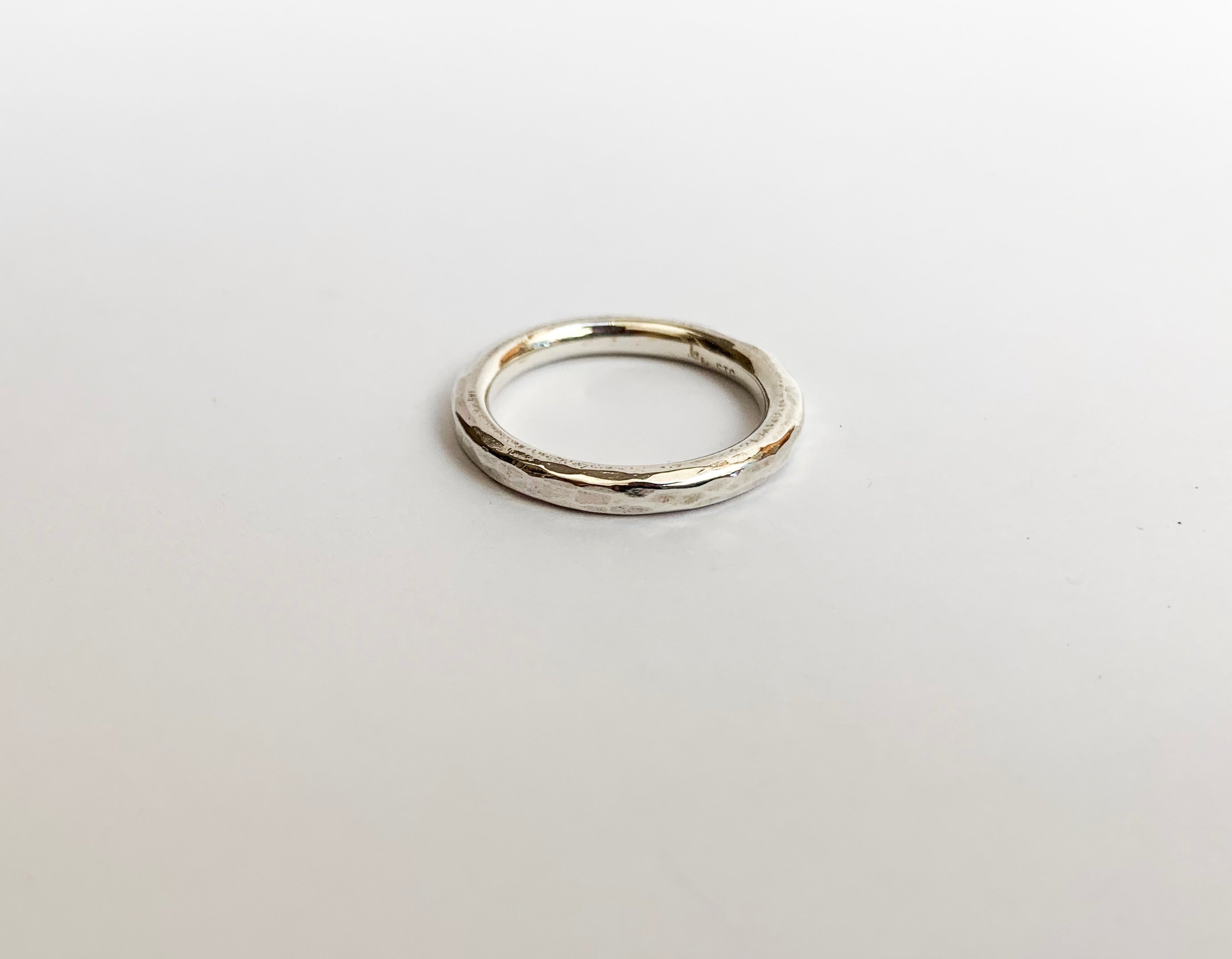 Mens hammered ring