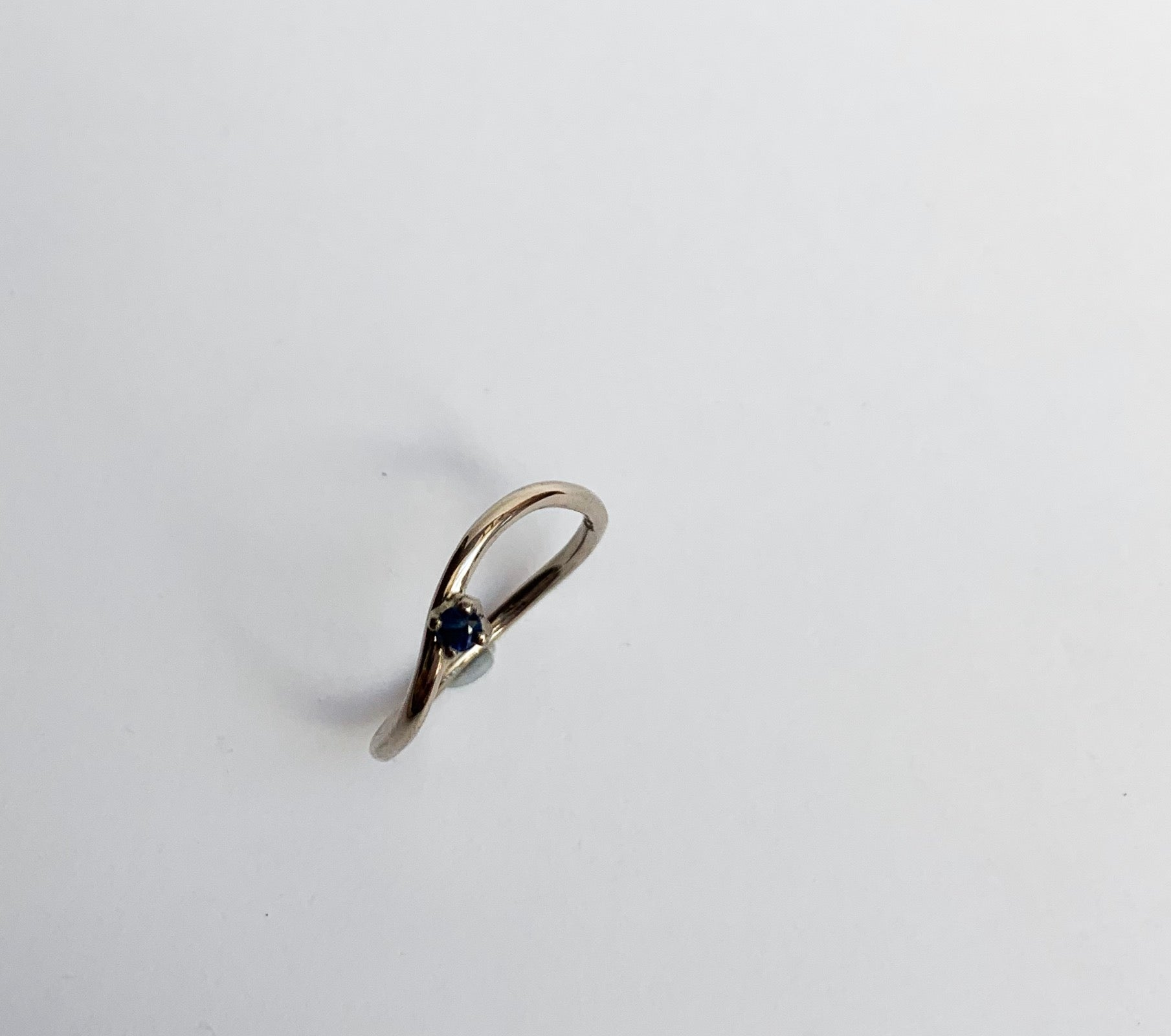 Waves stacker ring one stone