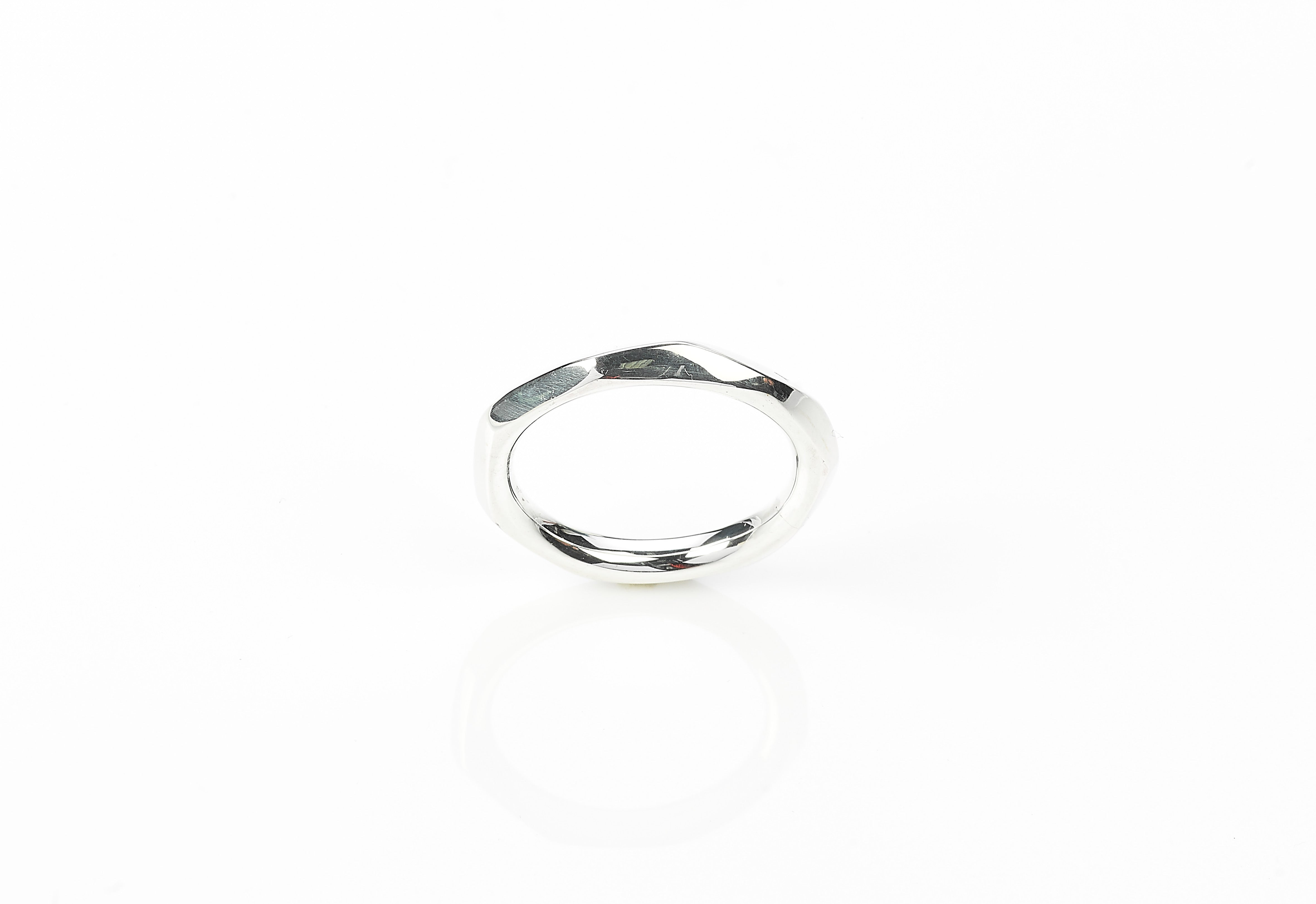 Faceted ring medium