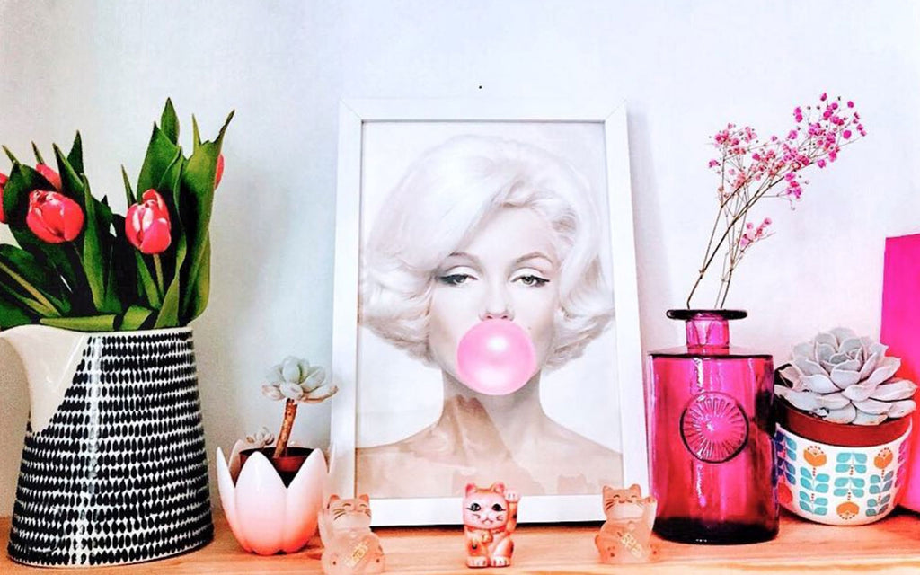 House Tour: Ali's Retro Pop Home - shelfie with Marylin and vintage nik naks
