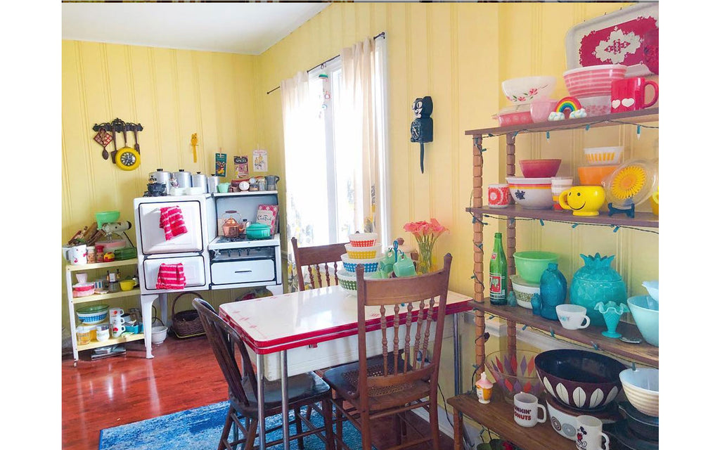 House Tour - Harmony's vintage kitchen with pyrex, catherineholm, vintage table and cooker