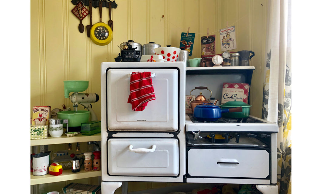 House Tour - Harmony's 1930s cast iron stove