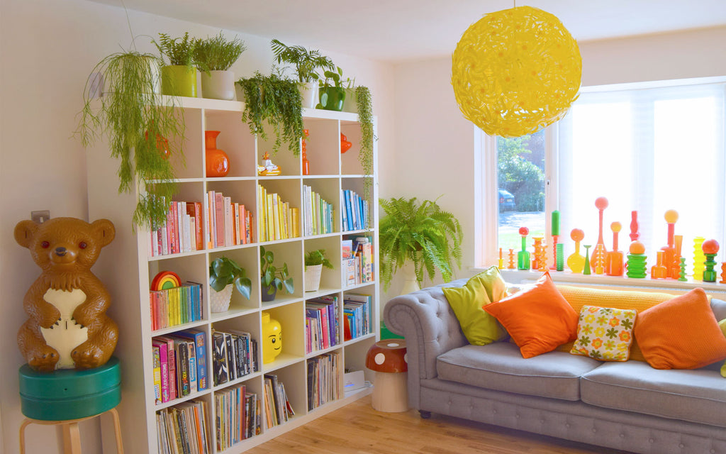 House Tour - Sophie's colourful books rainbow shelfie