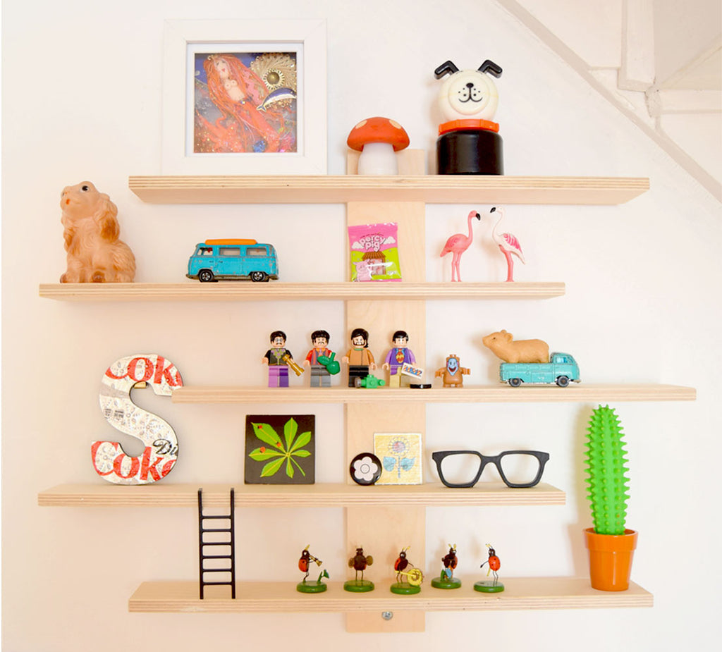 House Tour - Sophie's shelfie. Retro and vintage trinkets and art.