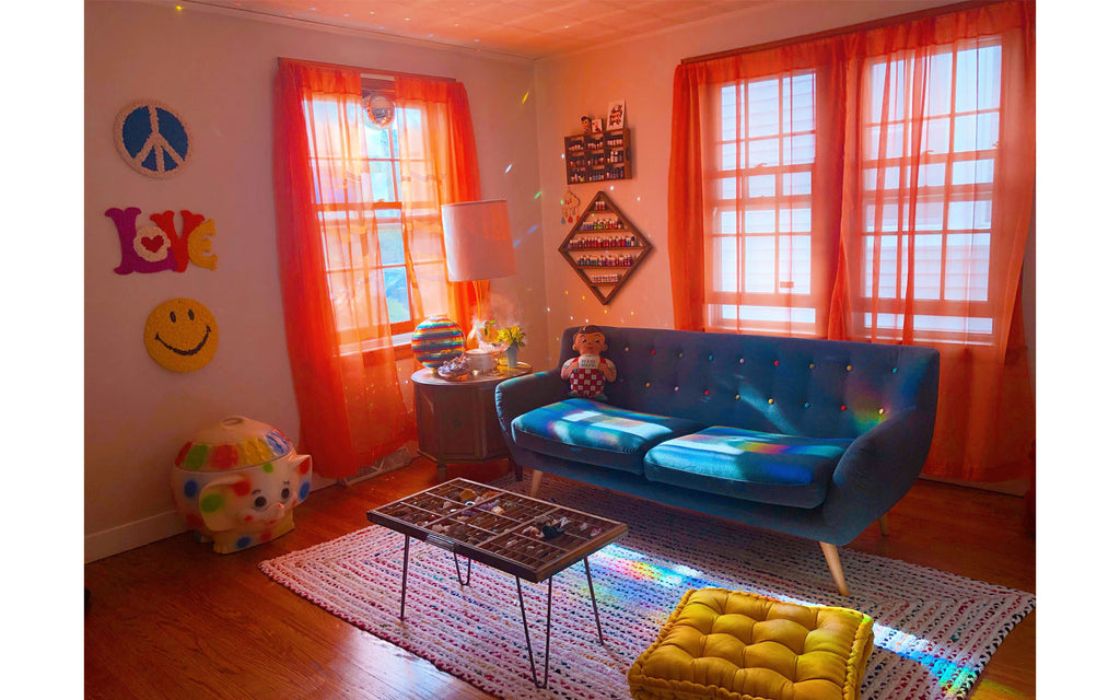 House Tour: Vanessa's vintage colourful living room