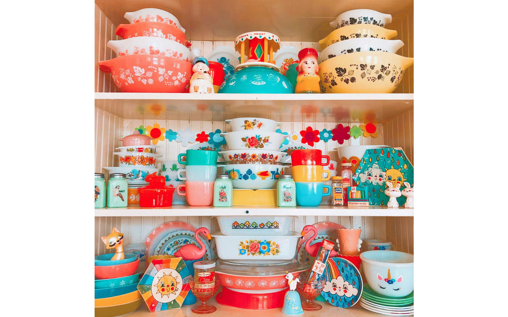 House Tour: vanessa's vintage pyrex collection