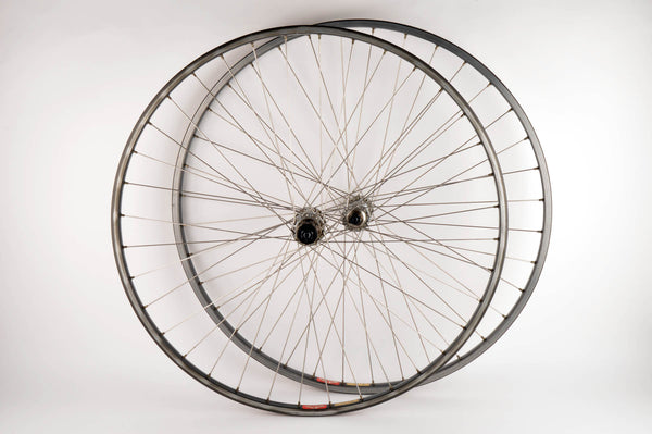 Wheelset with Mavic MA40 clincher rims and Shimano 105 Golden Arrow #F105 #R105 hubs from the 1980s