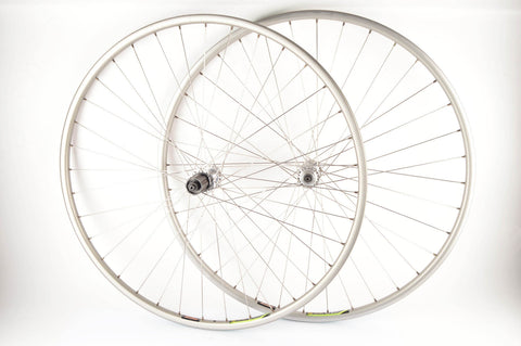 Wheelset with Alesa 913 clincher rims and Campagnolo Record #HB-00RE #FH-00RE hubs from the 1990s