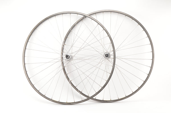 Wheelset with Mavic MA 40 clincher rims and Campagnolo Chorus #722/101 hubs from the 1980s