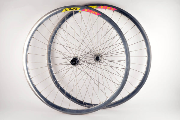 Wheelset with Rigida DP18 clincher rims and Shimano 600 Ultegra Tricolor #6400 #6402 hubs from the 1990s