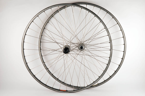 Wheelset with Mavic MA40 clincher rims and Shimano 600EX #6207 hubs from the 1980s