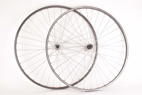 Wheelset with Mavic MA 40 Clincher Rims and Shimano Dura-Ace #7400 / #7401 Hubs
