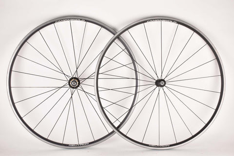 Wheelset with Campagnolo Neutron Clincher Rims and Campagnolo Neutron Hubs