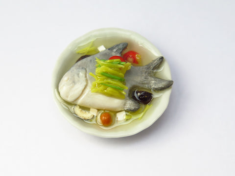 Miniature Singapore Food - Teochew Style Steamed Pomfret Fish