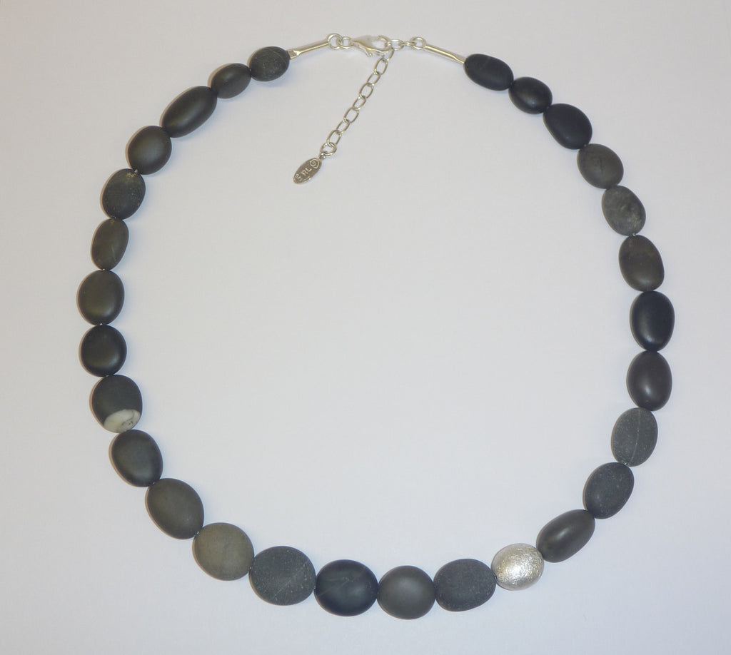 Rena luxx pebble collar necklace