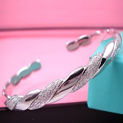 Gorgeous Bracelet Made of .925 Sterling Silver Jewelry for Women's Fashion