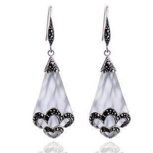 Crystal Clear White Cat's Eye Earrings for Women's Retro Fashion Style